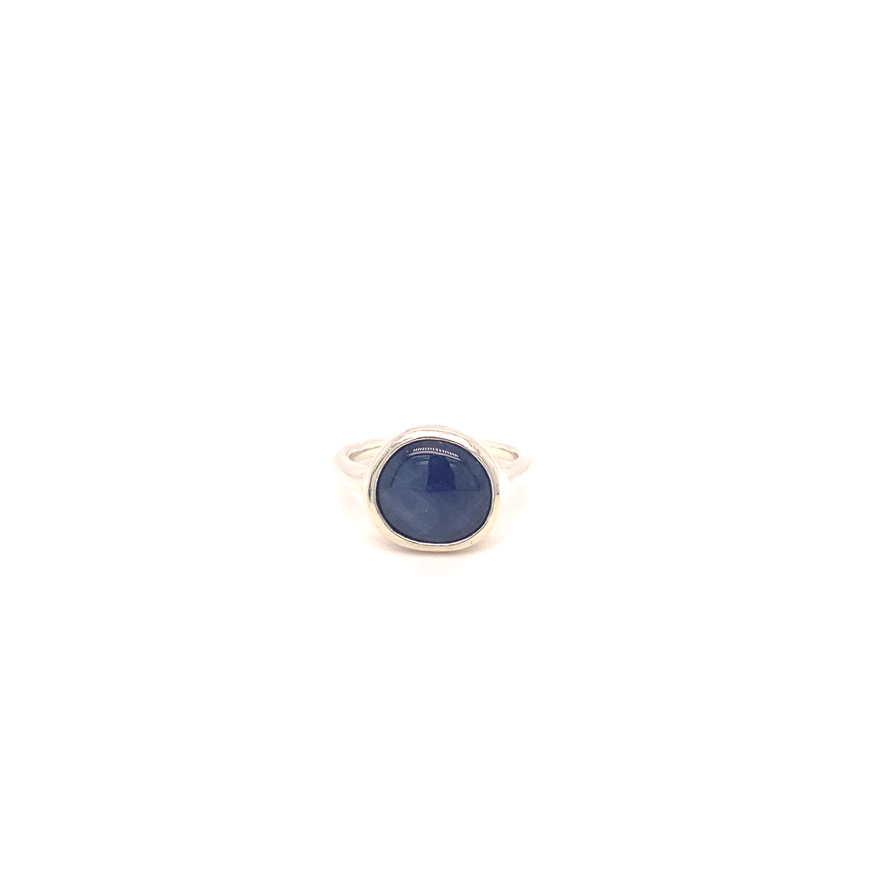 A Sapphire pebble and 9ct white gold ring